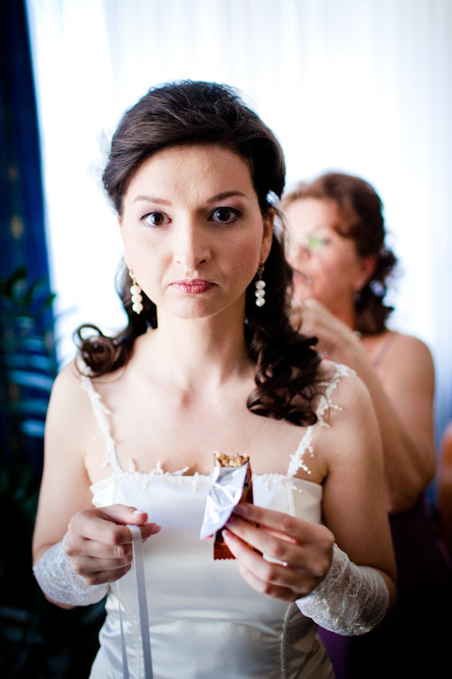 aufgeregte Braut vor der Trauung