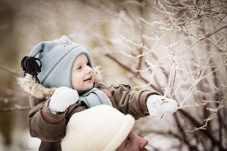 Winter Fotoshooting mit Kind im Fischerdorf