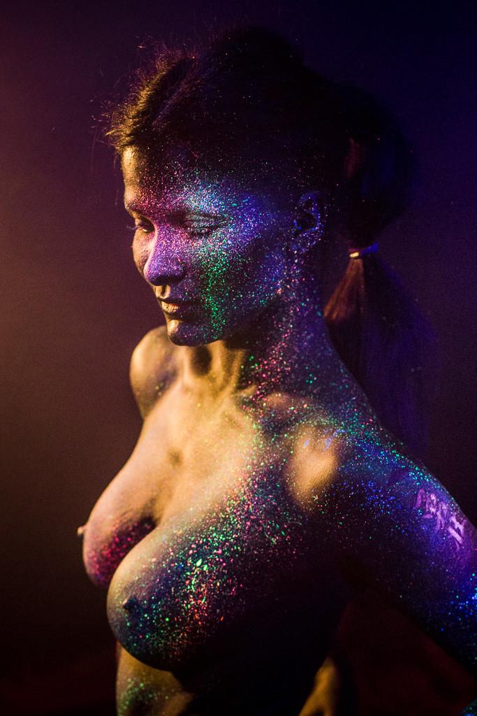 bodypainting mit UV Licht