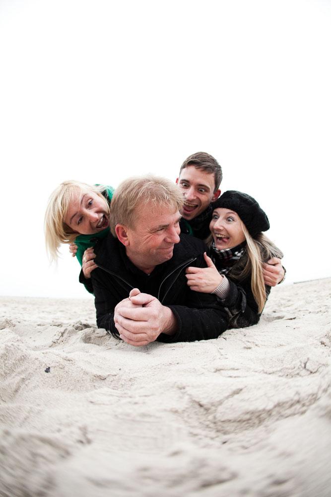 Familienfoto am Strand von Warnemünde